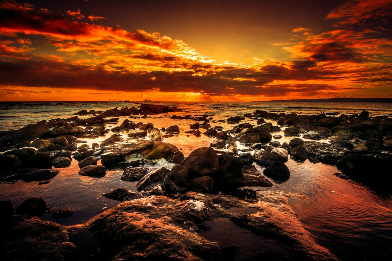 Solnedgang ved havet